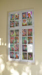 Entréfönster collage av Elsa Grünewalds teckningar